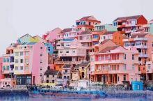 意外的发现这个地方 小箬村也是当地一个靠海的小渔村,每一户人家的房子都涂上了五彩的颜料 颇有意大利五