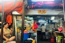 吉隆坡的汉记粥店是一家老字号的海鲜粥店,虽然店铺的营业面积不大,但是这里所做的海鲜粥或是皮蛋粥,味道