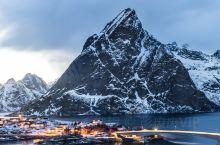 """罗弗敦群岛被誉为""""世界上最美丽的群岛之一"""",散落在汹涌湍急的挪威海中。"""
