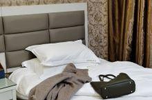 又一次来该酒店,干净,卫生这一块做的很好,因为前台服务态度的热情,因为酒店卫生的整洁,人总是念旧,有