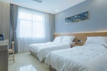 房间很干净,环境清幽,周边风景实在太美了,我想多住几天,房间价格性价比也很高…