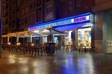 马拉加的这家餐厅是当地的一家快餐店,虽然是快餐,但是这里的牛排还是非常不错的,一块很大的菲力牛排,大