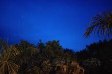 曼面山的夜静谧而清澈,静谧的安详舒坦,清澈到能看见时光的流转。