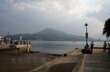 台湾的淡水渔人码头是在新北市淡水区,坐捷运到淡水站可以到达。这里也是台北的出名景点之一,淡水渔人码头