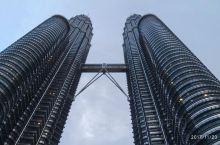 坐落在马来西亚首都的吉隆坡石油双塔Petronas Twin Towers是世界最高的双塔楼,也是世
