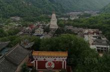 山西行之2 五台山  五台山并不以自然风景取胜,更多看点在于佛教寺庙环绕的山下的镇子。这里有汉传佛教