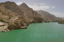 新疆水源很少吗?是不是到处都是沙漠?  这是很多游客对新疆的疑问。事实上新疆的绿洲还是很多的,生态环
