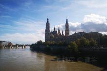 """皮拉尔圣母教堂是到西班牙萨拉戈萨旅游必打卡之地,外观以""""阿拉贡的穆得哈尔式建筑""""名义列入联合国世界遗"""
