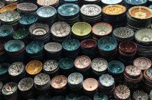 ·德吉玛广场是全球唯一还在使用的被列入世界文化遗产的广场,已有一千多年历史。  ·当地白天气温较高,