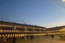 威尼斯水城,慢悠悠的生活,很安静的城市,适合发呆,酒店楼下就是很多购物的地方,很方便,酒店很有异域风