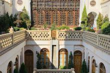 伊斯法罕半天下,曾经的丝绸之路贸易重镇。伊斯法罕之旅从高颜值的酒店开始,各种mosque各种穹顶,可