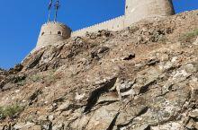 建在山顶的穆特拉赫城堡是扼守马斯喀特港湾的要塞,是观赏海湾美景的最佳观景点。