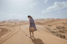 会想去撒哈拉沙漠么? … 如果再去一次 我一定带好看的红裙拍照啊… 这黄裙都快看不见了 好了,重新组
