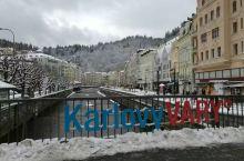KV小镇,全称是卡罗维发利小镇。 许多名人如贝多芬、巴赫、歌德、席勒等来过此地,马克思也曾三度到访。