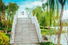凤城河畔,曾经《桃花扇》的诞生地 桃园,地处泰州南城河外侧东岸,为纪念清代戏曲家孔尚任在泰写作《桃花