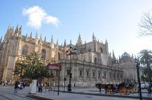 塞维利亚  老城圣十字街区窄巷 街头弗拉明戈舞娘 壮阔的西班牙广场 文学巨著《唐·吉诃德》就写于该城