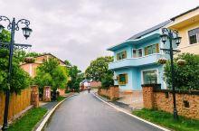 从弋阳高铁站坐2路车可以直达弋阳文学村,这个村子叫做江廖肖,上次来这里,还在建设,没想到短短几个月已