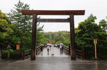 伊势神宫和夫妇岩  伊势是日本本州中部城市。属三重县。位于志摩半岛北侧,宫川、伊势川流贯。人口10.