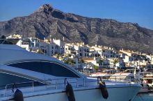拥有超级汽车、豪华超级游艇、迷人的人等的真正迷人的码头    我和闺蜜来游玩的这个港口可以算是全欧洲