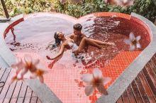 最美爱心泳池 小伙伴去泰国玩偶然发现一间特别漂亮的度假酒店,房间自带一个粉嫩的爱心无边泳池 . 这家