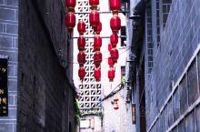 """#镇远歪门斜道#  千年古城镇远历史悠久,其中众多景点中""""歪门邪道""""最为有名。  为什么叫""""歪门斜道"""