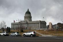 犹他他州议会大厅 有点像华盛顿的白厅,那个规模更大。 正好是中国春节,议会大厅内还有华人社团组织有舞