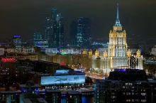 """圣彼得堡的夜景~天高云淡,凉风习习,洁净的空气让整座城市的能见度极高,即便在夜里,也能""""一望千里"""","""