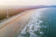 下山,则可以漫步沙滩,最好是沿着海边一直走,看日落,看落霞缤纷的光洒遍海面。也可以到礁石间抓螃蟹找海