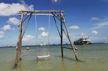 打卡星星沙滩,我们报的是当地一日游(¥132/人)费用包含酒店接送,一瓶水,浮潜装备和午餐),有两岛