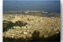 菲斯老城 9000街巷  这座千年老城是世界十大老城之一,是北非摩洛哥史上第一个伊斯兰城市,也是摩洛
