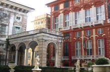 赤红宫殿是热那亚最重要的美术馆之一。前身是热那亚的一座古老宫殿。美术馆下面几层改建得很时尚,上面一层