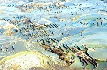元阳,位于云南南部,哀劳山脉南段,全县无一平川,均为山地。这里少数民族风情浓郁,哈尼族开垦了1300