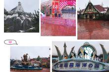 2019年的三月份,和闺蜜一拍即合,玩了下上海海昌。那天周六正好下着小雨,反而人特别少。 进门会检查