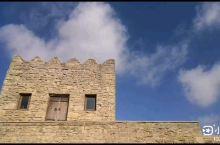 这不是延时摄影,这是被誉为风之城的阿塞拜疆巴库,空中的白云被大风吹得飞速移动,根本不用延时摄影就能有