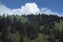 #假日西行# 「 川西的秋天,沿途風光無限好 」远方起起伏伏的山脉,蓝天白云相衬,宛如一幅油画。