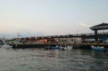 这是著名的淡水夕照,然后从老街坐快艇去渔人码头,情人桥白天夜晚都很漂亮。去台北的小伙伴弯到淡水住一晚