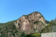 琼台仙谷是天台山的核心景区,这里山峰叠嶂还有流水瀑布,景色非常的漂亮。有两种游览线路,一是上山从在山