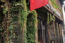 浙江嘉兴月河古街,江南古街在绿植与繁花的点缀下,不禁使人流连忘返。 有几年没去嘉兴了,月河古街是第一