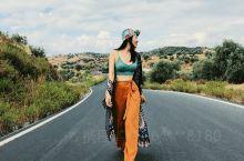 我在土耳其的旅拍小短片出炉啦!  在希杰林山上的任意一段公路拍的, 公路蜿蜒曲折, 景色美得不真实!