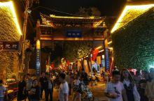 韩城古城美食街 这是韩城闹市区的一条老街,似乎有一两公里长。按照导航过去,绕半天开进一个很窄的巷子,