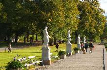 瑞典王后岛上的皇宫,景色很美,气派不足。特别是开放区域过小,只能在外围浏览…