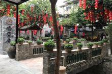 寻味顺德美食 俗话说:食在广州 厨出凤城。品尝过顺德美食的食客,应该都会品出这句话的真谛。 步入店内