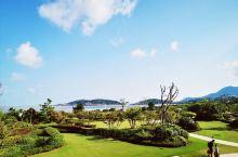 【朱家尖·东沙】东沙度假酒店还是很方便的,离沙滩也很近。下午530后进入沙滩不在再收费,正好赶上八月