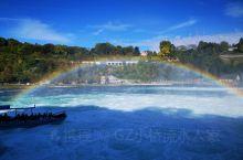 茵瀑瀑布是中欧最壮观的瀑布,在瑞士北部莱茵河上游。全部落差约30米,宽150米。一块柱状岩石把瀑布分