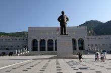 延安革命纪念地坐落在陕西省延安市王家坪,是中国工农红军万里长征胜利到达的终点,也是1935年10月至