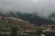 南伊沟:位于西藏米林县南部的南伊珞巴民族乡境内,是纳伊普曲峡谷,在喜玛拉雅山脉北麓,距县城有20公里
