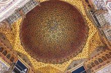 这座王宫的后花园,孔雀在里面随便溜达  西班牙塞维利亚王宫,整座王宫的建筑风格融汇了伊斯兰、基督教和