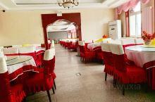 这是延庆县城的育新餐厅,位于妫川广场的西侧,环境好,餐食有特色。