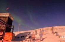 #极光# 阿比斯库极光天空站被誉为世界上最佳极光观测点之一,坐落于 Nuolja 山顶。有一个温馨的
