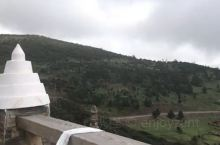 """从然乌湖景区过来途径松多巴热雪山,也就是""""盔甲山"""",当地人都是满推崇此山。接近山顶部分全由石板岩层构"""